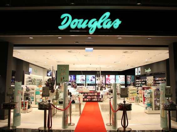 Douglas podnosi standard zakupów online