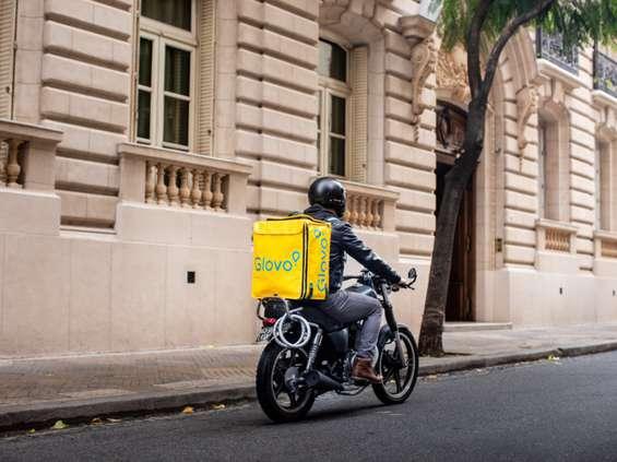 Carrefour i Glovo dowiozą zakupy w mniej niż godzinę