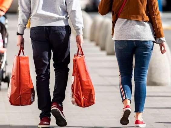 Ruch w sklepach i na stacjach paliw się poprawia