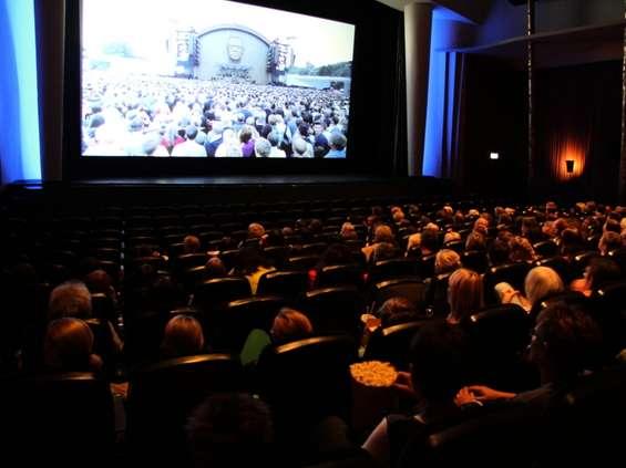 Minister zdrowia zdradza, kiedy Polacy znów będą mogli pójść do kina