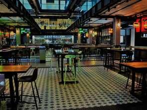 Gastronomia w Elektrowni Powiśle powoli rusza pełną parą