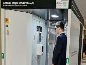 Kabina do dezynfekcji klientów: 300 osób na godzinę