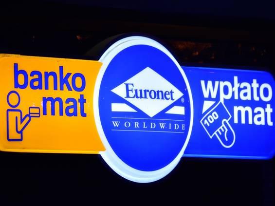 Euronet stawia dodatkowe bankomaty na wakacje