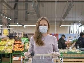 Maseczki w sklepach: sypią się mandaty