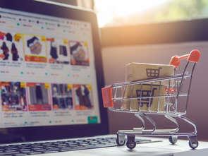 7 na 10 Polaków robi zakupy w internecie. Także spożywcze [ANALIZA]