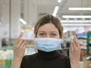 Sejm o maseczkach w sklepie już za tydzień