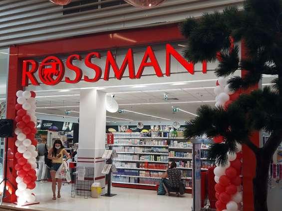 W centrach Auchan pojawi się Rossmann