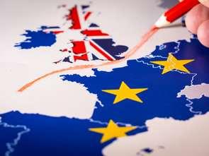 Brexit w cieniu korony