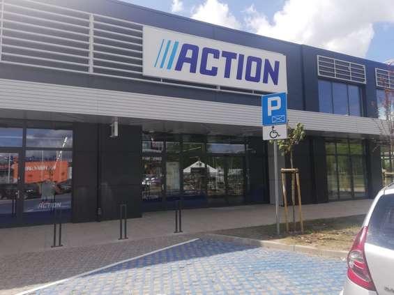Action wchodzi do obiektów handlowych