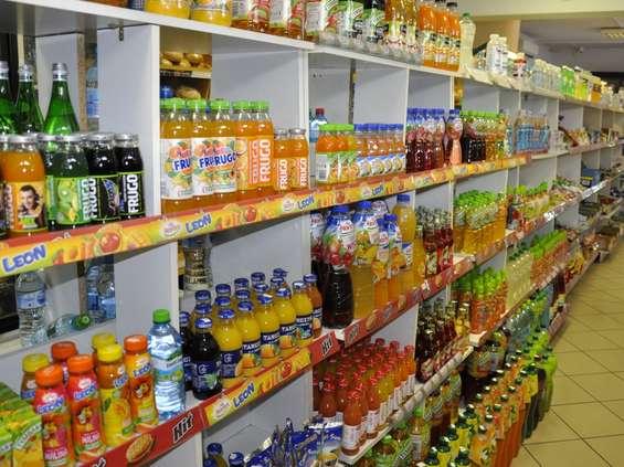Sierpień w sklepach: więcej alkoholi, mniej lodów