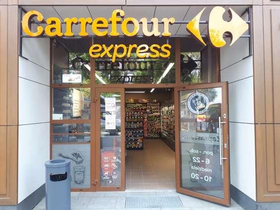 Carrefour zmienia umowy