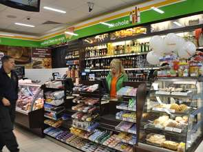 Małych sklepów coraz mniej. Super- i hipermarketów też
