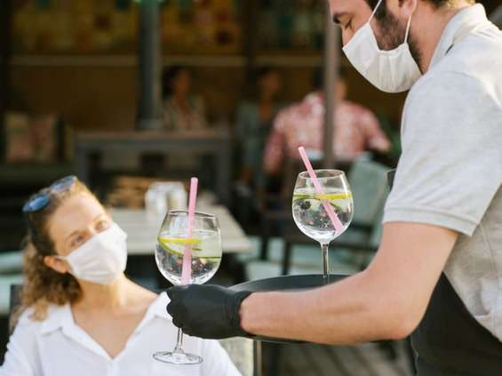 Ekspert: gdyby ludzie nosili maseczki lokale mogłyby działać normalnie