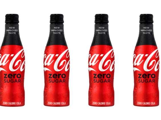 Coca-Cola traci przychody, ale zarabia