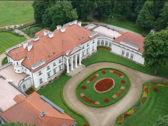 Forteam zajmuje pałac rodziny Świtalskich