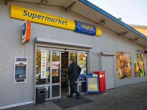 Podatek cukrowy w małych sklepach: ceny rosną, ale wolniej niż w sieciówkach
