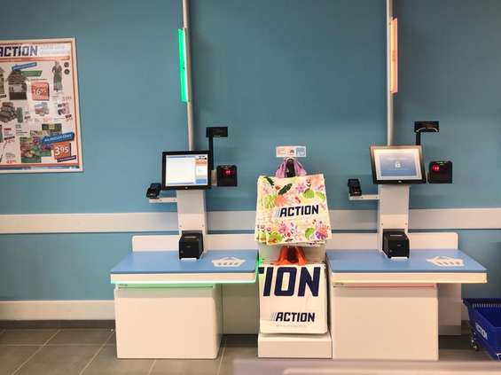 Action instaluje kasy samoobsługowe