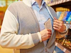 Jak się kradnie w mniejszych sklepach? Łatwiej!