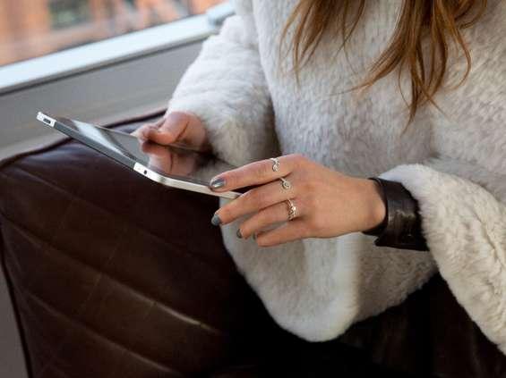 Mastercard: 20-30% covidowej zwyżki obrotów zostanie w e-commerce
