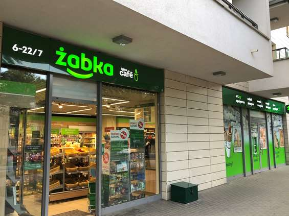 "Z Żabką ""Tu i teraz"""