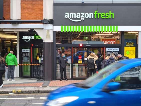 Amazon inwestuje w stacjonarne sklepy