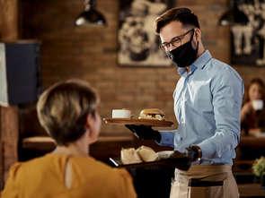 Otwarcie gastronomii: Polacy rzucili się do rezerwacji