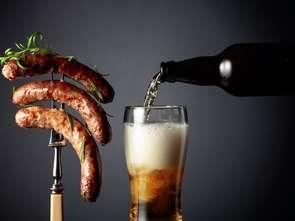Biedronka i Lidl stają w konkury: która sieć sprzeda więcej piwa na majówkę?
