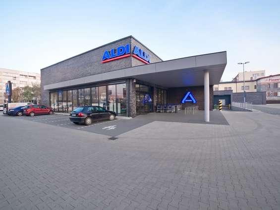 Lidl, Biedronka, Aldi, Żabka, Auchan: sieci przyspieszają otwarcia