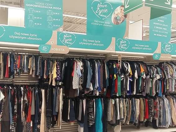 """Auchan jak """"second hand"""": będzie sprzedawał używaną odzież"""