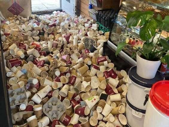 Kawiarnia w Wielkiej Brytanii mówi dość plastikowym kubkom