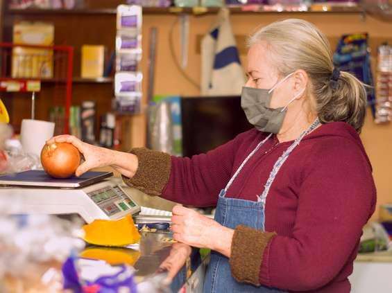 CMR: Polacy wracają do dużych sklepów