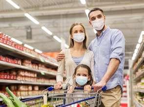Maseczki w sklepach: kiedy je zdejmiemy?