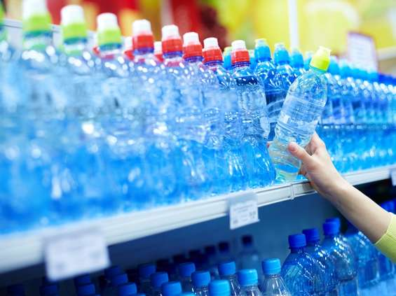 W sklepach drożeje woda, a to dopiero początek
