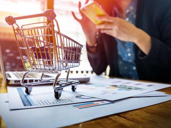 Sprzedaż rośnie, e-sprzedaż spada
