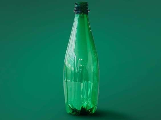 Nestlé z butelką z recyklingu enzymatycznego