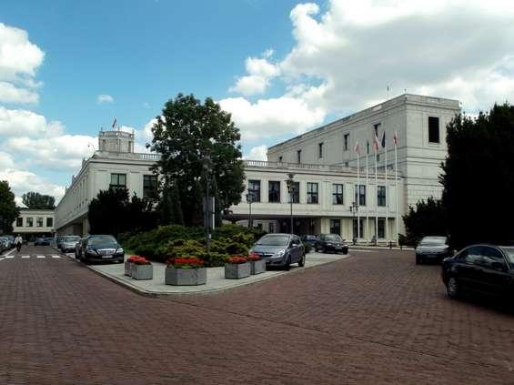 Projekt noweli ustawy o ograniczeniu handlu w niedziele wraca do komisji