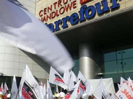 """""""Solidarność"""" nawołuje pracowników wszystkich sieci handlowych do protestu"""