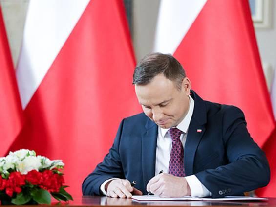 Prezydent podpisał nowelę uszczelniającą zakaz handlu w niedziele