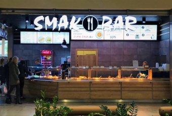 7f243e25852d9 ... samoobsługowym systemie sprzedaży na wagę Smak Bar (154 mkw.), włoska  Ristorante Tricolore (118 mkw.), gdzie na gości czeka kuchnia oparta na  lokalnych ...
